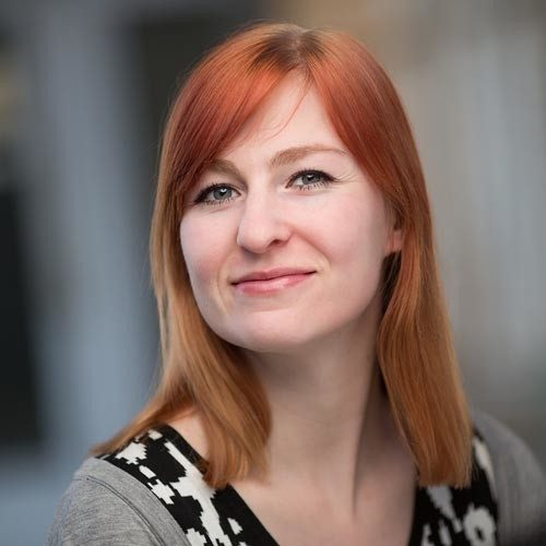 professionele profielfoto social media vrouw rood lang haar portfolio